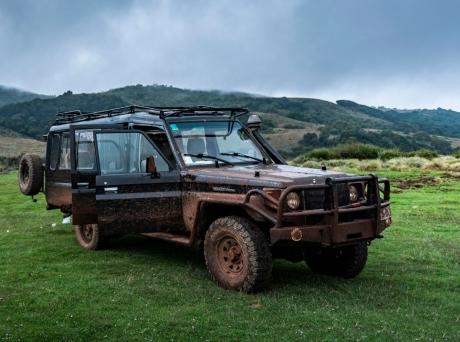 jeep-vezetes-akadalypalya-ceges-csaladi-nap